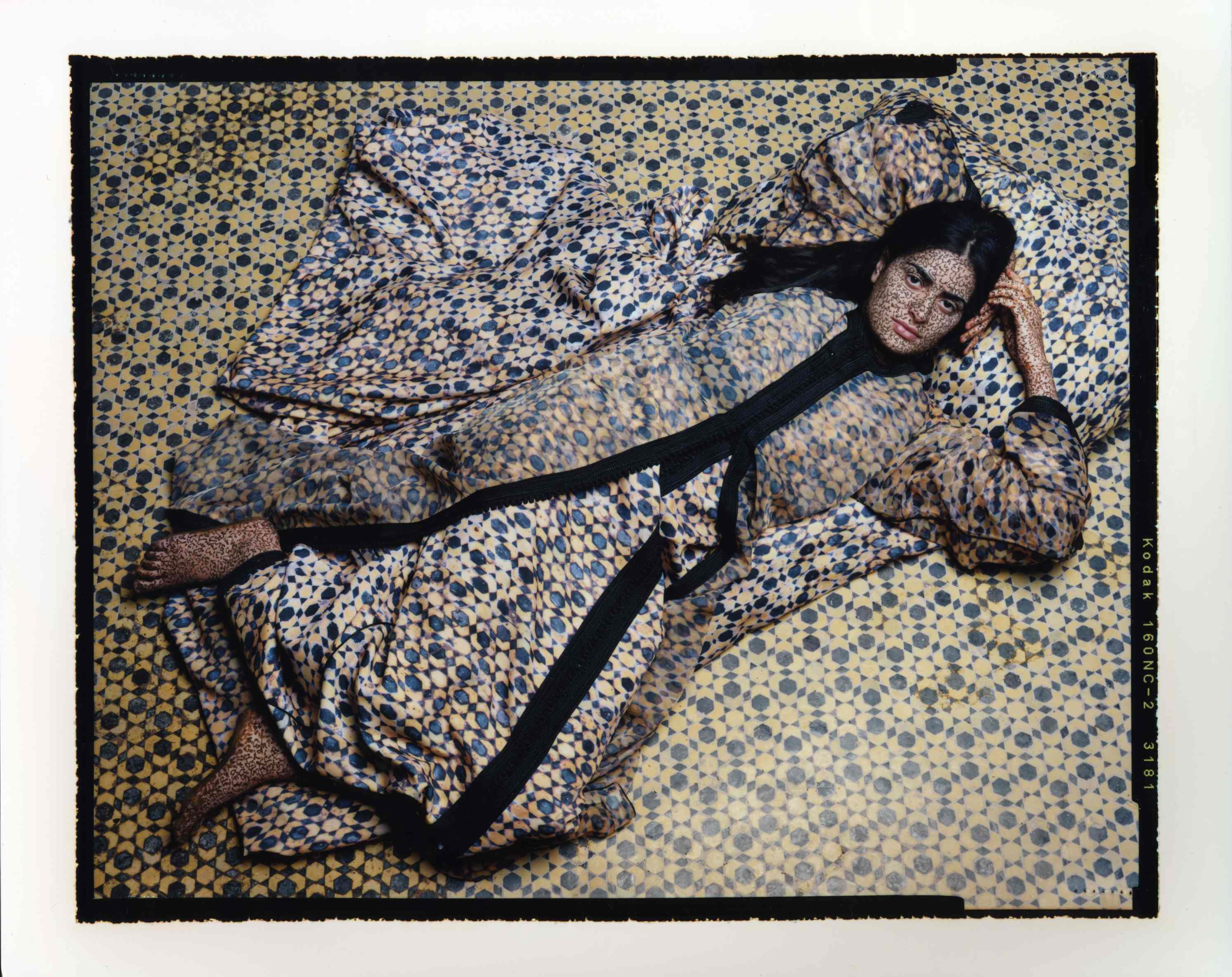 about lalla essaydi Using the lens of her personal experience, #lallaessaydi (b 1965, marrakesh,  morocco) reveals the complexity of arab female identity by challenging.