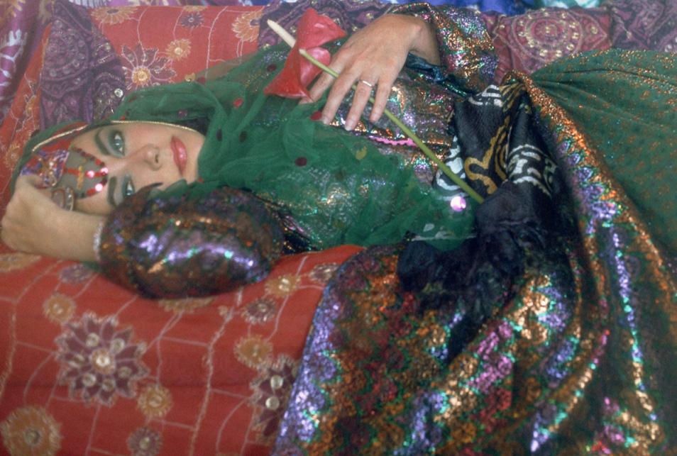 Elizabeth Taylor in Iran (2 Photos)