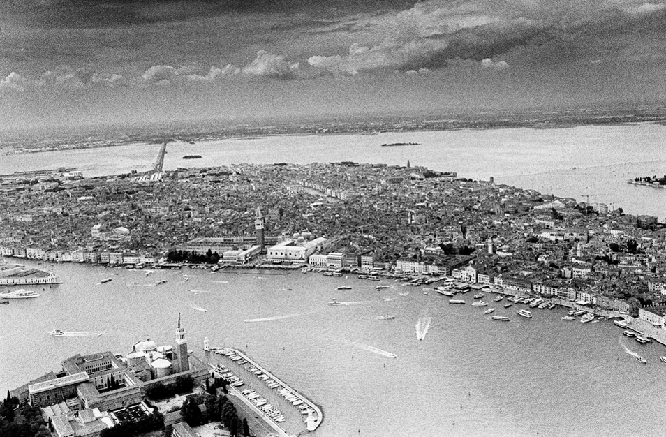 Venezia in Black and White (5 Photos)