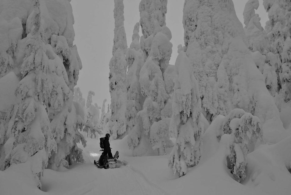 Remote Snowboarding Adventure (5 Photos)