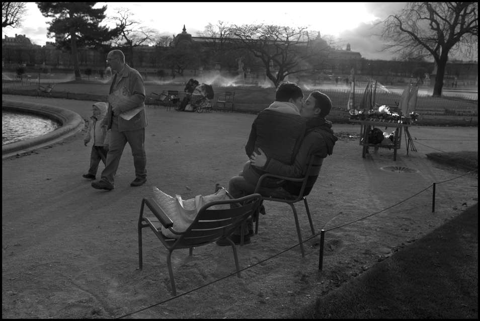 Peter_Turnley_French_Kiss_03