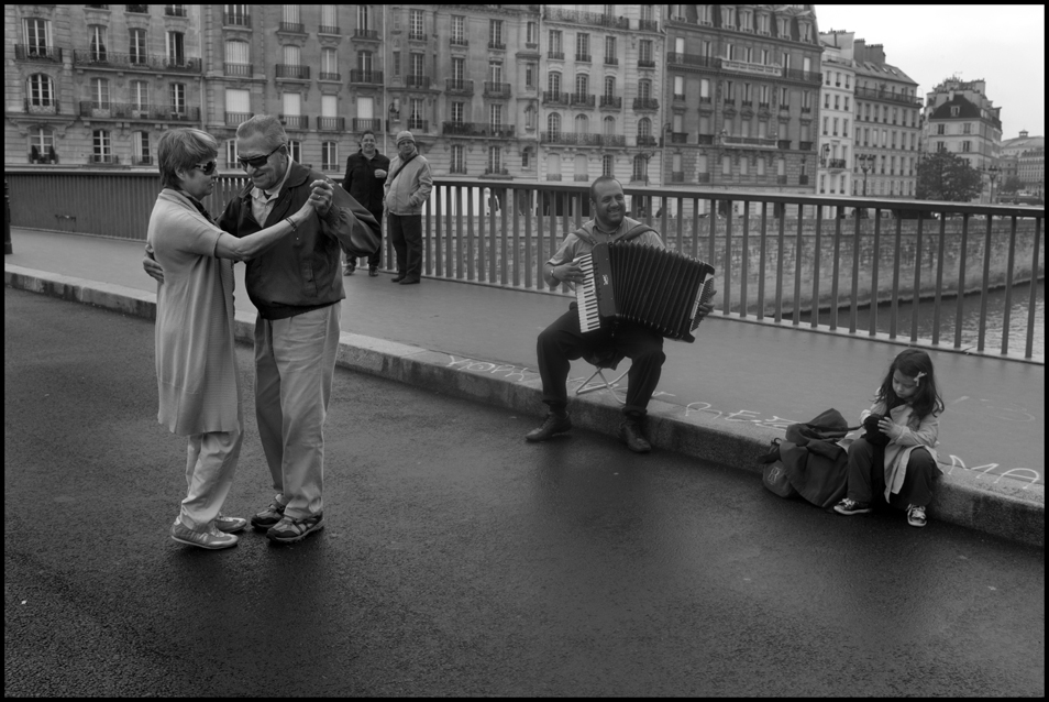 Peter_Turnley_French_Kiss_05