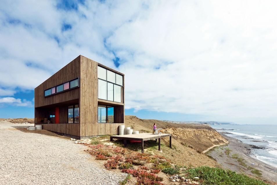 Wooden House Tour. WMR, Ingrid House, La Boca, Matanzas, Chile © Sergio  Pirrone