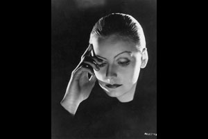 Greta Garbo. Hollywood Movie Stills text copyright © 1995, 2008, 2012 (Titan Books) by Joel W. Finler.